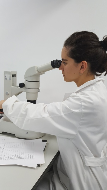 Georgina behind the microscope